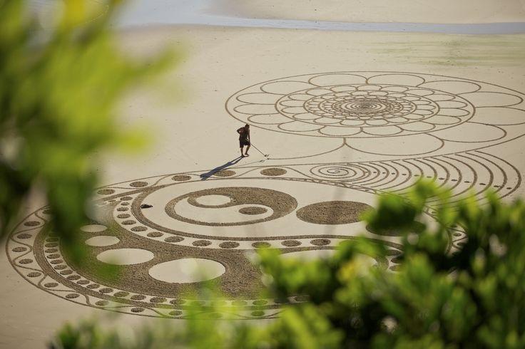 Sand art Byron Bay
