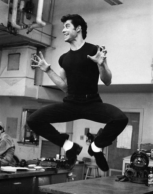 Джон Траволта на съемках фильма Бриолин, 1977