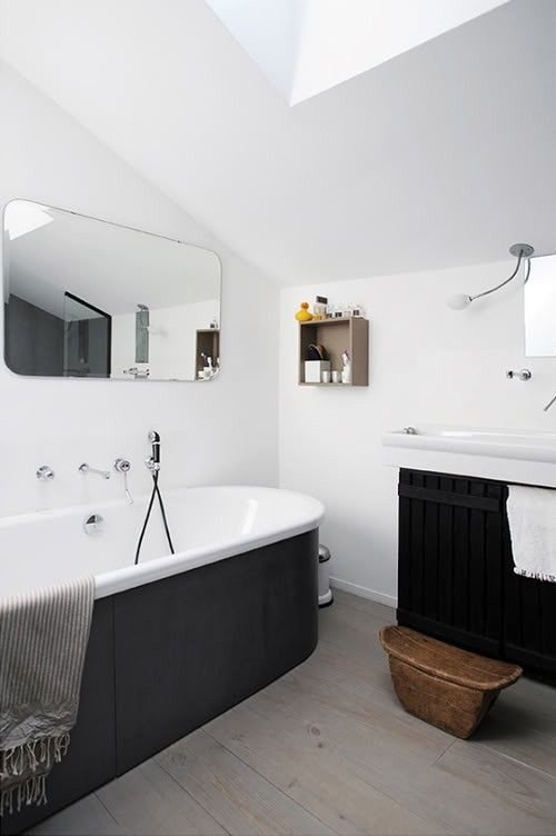 A bathtub with a black exterior in Sweden; photo by Jean-Marc Wullschlege via Vart Nya Hem.