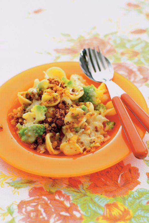 orecchiette met bloemkool, broccoli, ansjovis en pepertjes