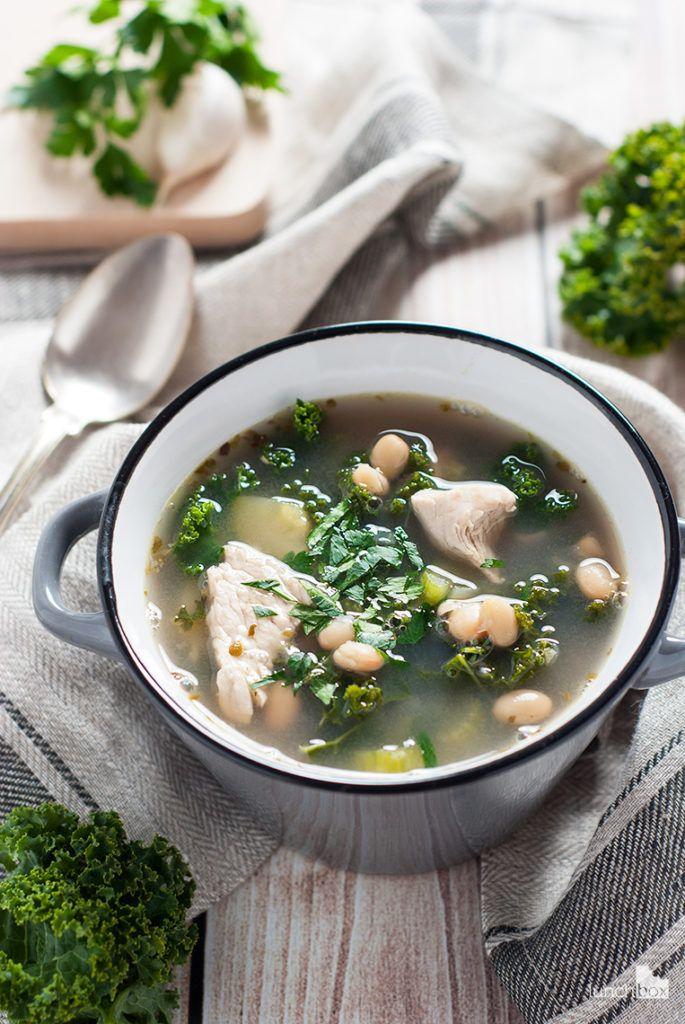 Zupa z jarmużem, cukinią i białą fasolą   lunchboxodkuchni.pl