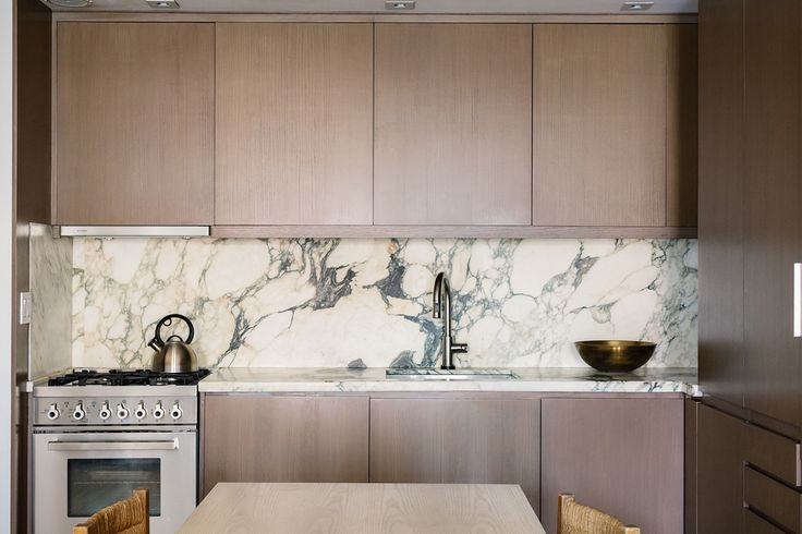 sleek minimal cabinets :: standout marble :: casual rush seating