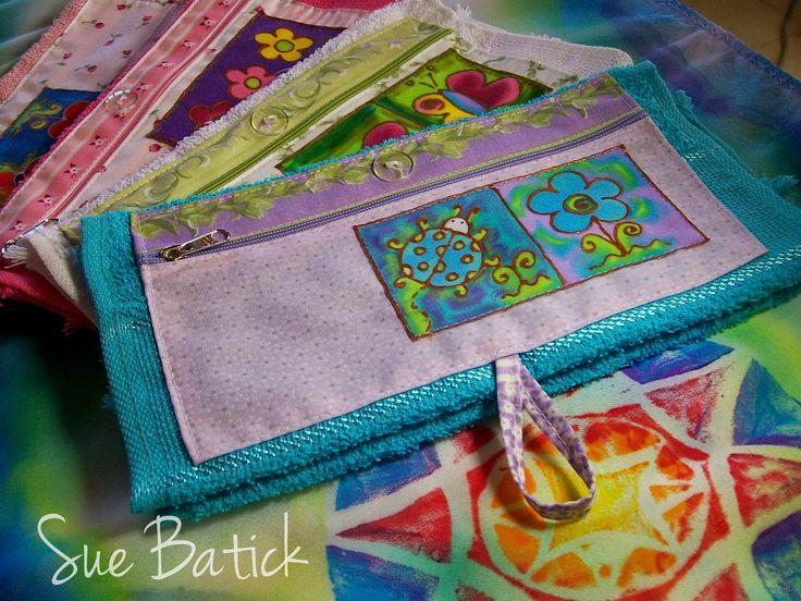 Toalinha Necessaire, com aplicação de estampinha de seda pintada