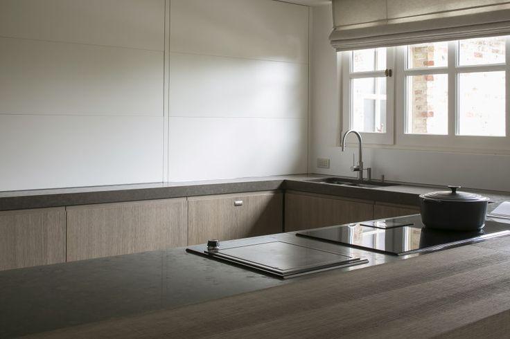 Querkus - Eiken fineer Design: Oak Natural Adagio (detail)  http://www.leeuwerik.nl/decoratief-plaatmateriaal/querkus-Oak-Natural