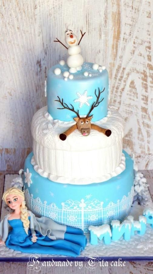Frozen cake. I want this for my birthday. Yes. My 17th birthday. <3