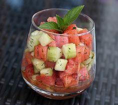 Sommerlicher Wassermelonen - Gurken - Salat, ein gutes Rezept aus der Kategorie Früchte. Bewertungen: 8. Durchschnitt: Ø 4,4.