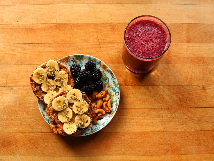 Whole wheat English muffin topped with peanut butter, banana slices, and a sprinkle of chia seeds, hemp hearts, and buckwheat. Blackberries and roasted cashews. Mixed berry green tea smoothie (green tea, orange juice, and frozen mixed berries.)