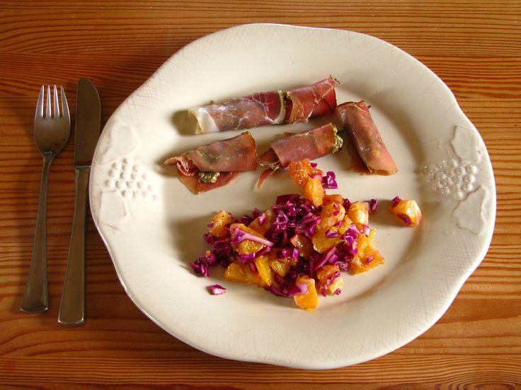 Tynde kødruller med fyld af ristet Sukkertang og rødkåls/appelsin salat