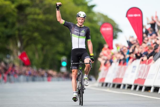 Steve Cummings takes his first British road race title