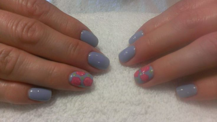 We love these periwinkle and rose gel nails by Stacey Barber! So sweet