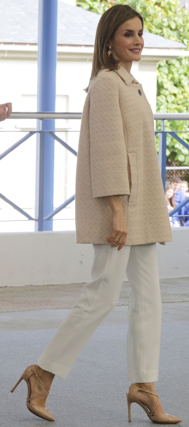 4 October 2016 - Queen Letizia inaugurates training course in Mondonedo - trousers by Massimo Dutti, shoes by Magrit