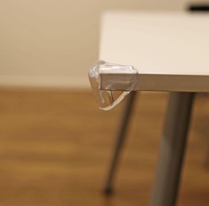 Beemoo Safe Hörnskydd är ett set som består av fyra hörnskydd i mjuk plast. Hörnskydd är bra att sätta på exempelvis bordskanter så att inte de små springer in med huvudet i ett vasst hörn. Hörnskydden fästs enkelt med små klisterlappar.<br><br><br><br>Material: Plast.