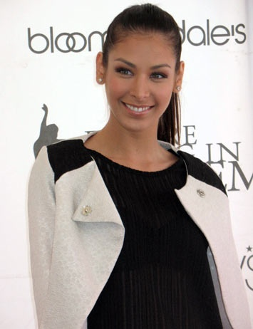 Stunningly beautiful Venezuelan model Dayana Mendoza [ Valencia Valasco ]