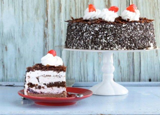 višňová šľahačková torta, Schwarzwaldská torta, pečenie, sladkosť, rec