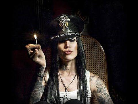 Diventerò come Kat Von D. [ i miei tatuaggi] http://youtu.be/gAdP4PwtZbo nuovo video sul mio canale youtube..... i miei tatuaggi <3 buona visione, mi raccomando condividete il video e iscrivetevi al mio canale per rimanere sempre aggiornati <3 GRAZIE!!!