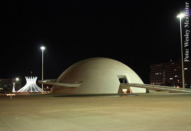 Como não dizer que Brasília é uma cidade com arquitetura Pós Moderna?