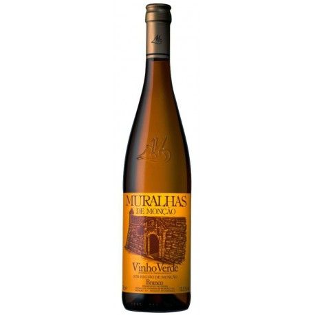 Muralhas 2017 White Wine 2017 was a fantastic year for green wine (verde wine region). This portuguese wine has a predominantly fruity character, with the aromas of (peach, aperce) resulting from the high percentage of Alvarinho grape.  #muralhas #muralhaswine #vinhoverde #greenwine #verdewine #alvarinho #wine #portuguesewine #wineshop #whitewine