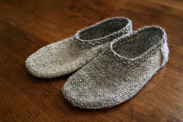 Free Knitting Pattern For Felted Slippers : 25+ Best Ideas about Knit Slippers Pattern on Pinterest ...