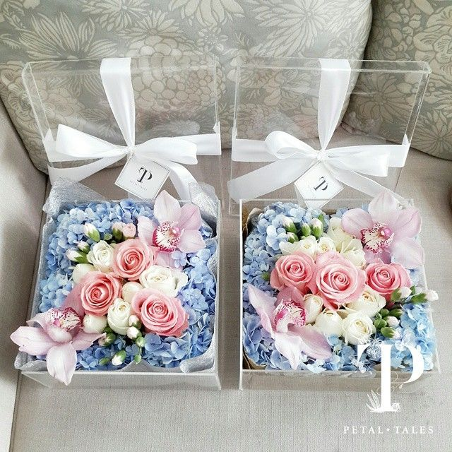 This is incredible! Unique work by Petal Tales http://www.bridestory.com.sg/petal-tales/projects/petal-tales-classic-box