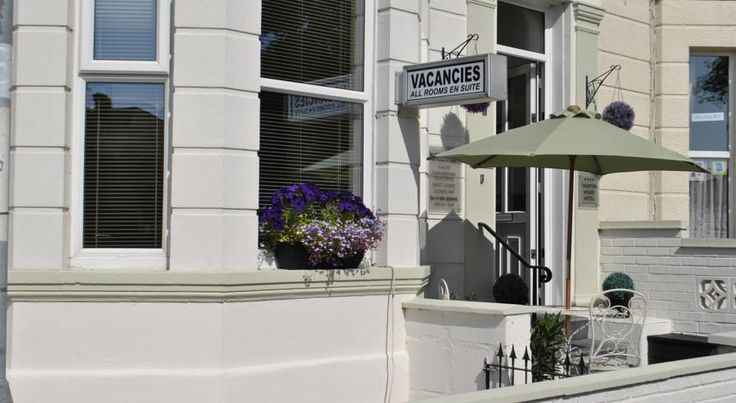 Taunton House Great Yarmouth Situated in Great Yarmouth, the family-run Taunton House features a small bar and free parking outside. The tranquil guest house is within easy walking distance of Great Yarmouth's seafront and town centre, along with Yarmouth's Pleasure Beach.