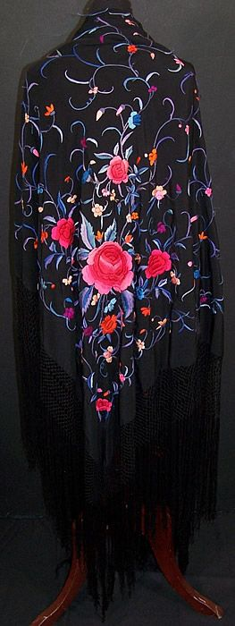Vintage Spanish Shawl - want.. want want want