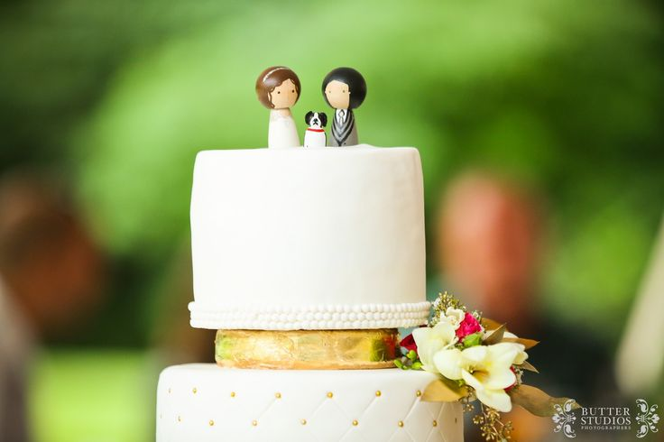 Wedding cake topper - http://www.butterstudios.ca - Vancouver Wedding Photographers