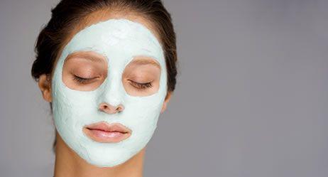 Tipps für eine makellose Haut Große Poren, Fältchen, Flecken – selten sind Frauen mit ihrer Haut zufrieden. So lassen sich kleine Schönheitsmakel schnell beseitigen