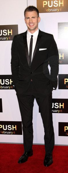 "Chris Evans Photos Photos - Actor Chris Evans attends the ""Push"" film premiere…"
