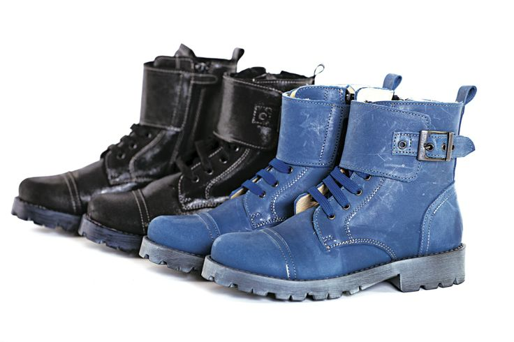 Army style leather boots with fur inside