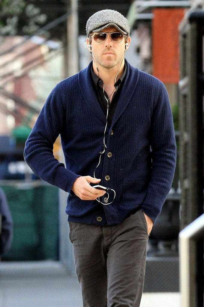 Ryan Reynolds Photo - Ryan Reynolds Strolls Around NYC