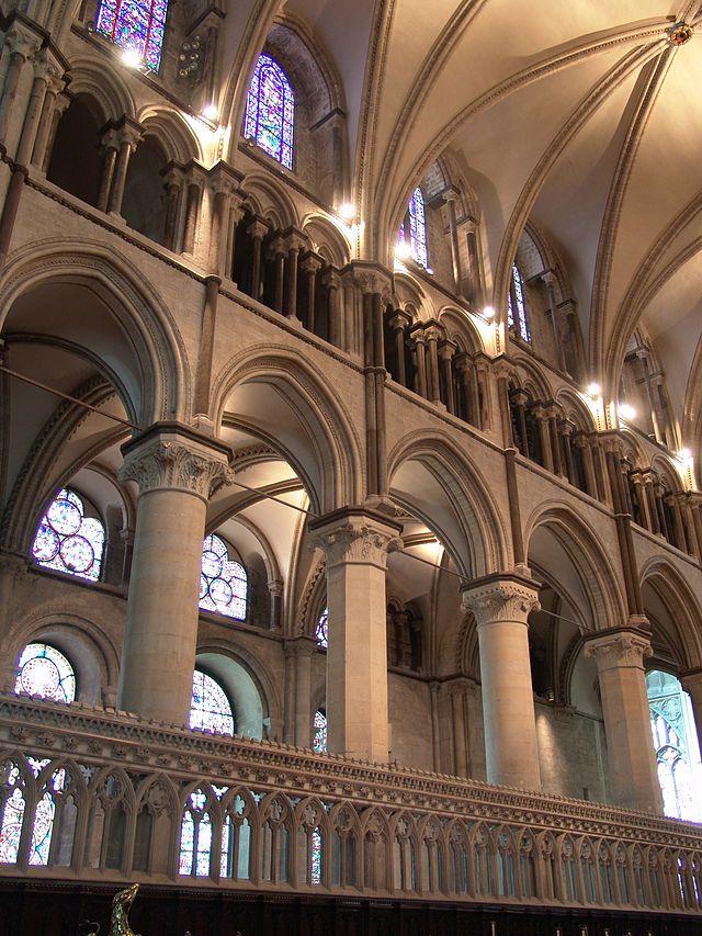 Catedral de Canterbury. Vista de la arcada de arcos ...