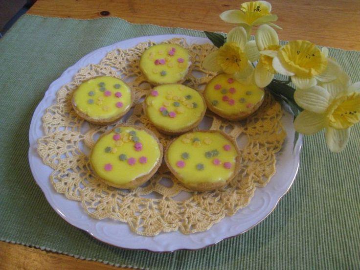 Keväiseksi tuunattuja bebe-leivoksia. Käyttäjältä peetu1.