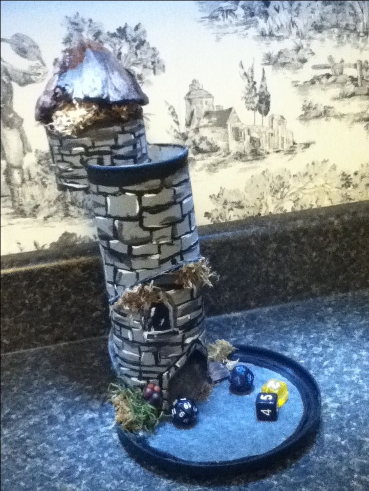 Dungeons and dragons d&d dice tower Pringles can homemade d&d DIY