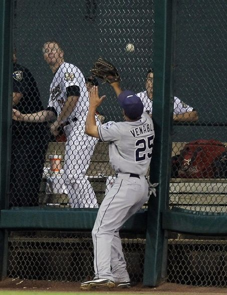 Game #75 6/26/12: Right fielder Will Venable #25 of the San Diego Padres runs out of room at the fence on a home run ball hit by Jed Lowrie #4 of the Houston Astros in the third inning at Minute Maid Park on June 26, 2012 in Houston, Texas. (Photo by Bob Levey/Getty Images): Photo