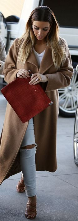 Who made  Kim Kardashian's tan coat, red clutch handbag, and nude sandals?