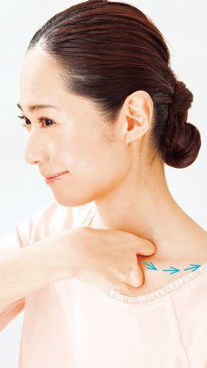 """脇の下には腋窩リンパという大きなリンパ節があり、鎖骨リンパは全てのリンパの終着点となります。全てのリンパはここに集まる為に、この二つのリンパがつまると、むくみや肌荒れ、また二の腕や顔が太ってしまう原因でもあるのです。今回はそんな""""脇と鎖骨のつまり""""を解消する方法をご紹介いたします。"""