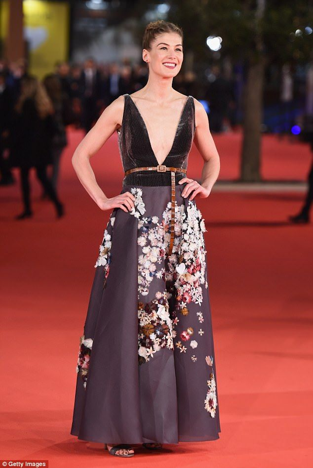 Make an entrance in a floral maxi dress like Rosamund Pike in Dior #DailyMail