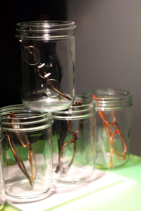"""Petit favoris dans ce que j'y ai vu, les vitrines de l'opticien Traction où les montures sont mises dans des gros pots en verre. J'ai bien aimé ce côté """"mis ..."""