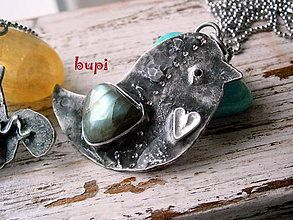 Náhrdelníky - Vtáčatko so žiarivým krídelkom :) - 5948046_