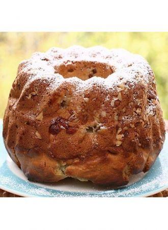 Le kouglof ou kougelhopf fait partie des spécialités emblématiques d'Alsace. Cette délicieuse brioche se cuit traditionnellement dans un moule en terre qui lui donne sa forme caractéristique. Voici l'authentique recette du kouglof alsacien. par Audrey