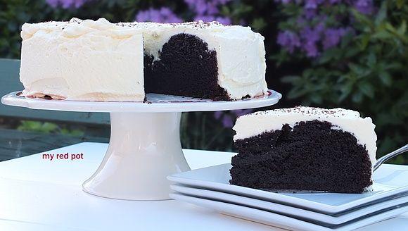 Czekoladowe ciasto z bitą śmietaną na specjalne okazje