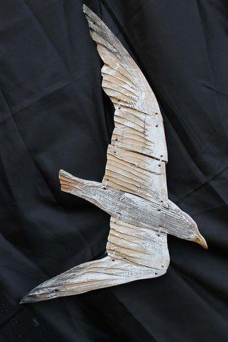 Gabbiano #3 (cm. 30x65h) Prezzo: € 45 Oggi con la sensibilizzazione per la salvaguardia dell'ambiente, le creazioni derivano quasi esclusivamente da legno di riciclo. L'intera lavorazione artigianale del Laboratorio si sviluppa grazie all'utilizzo di legno e tavolame raccolto nella Laguna di Venezia, stagionato e logorato dalla salsedine.  Ogni singolo pezzo di legno è tagliato e lavorato seguendo le naturali venature. For orders: http://www.mirabiliashop.com/artea.htm