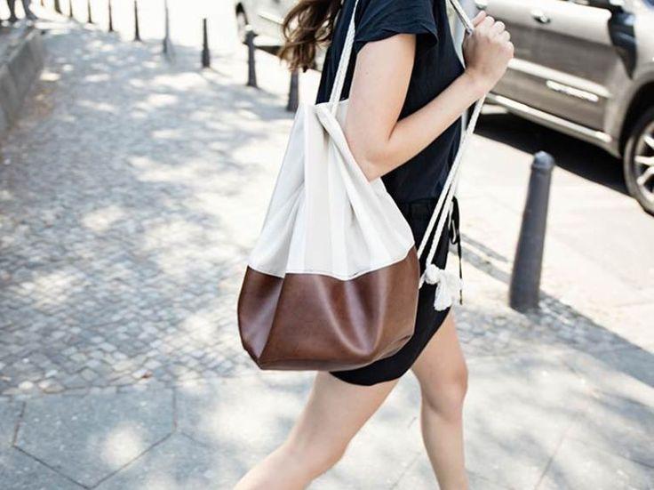Kostenlose Anleitung: Seesack mit braunem Leder nähen, Jutebeutel / free diy sewing tutorial: Duffelbag with brown leather, totebag via DaWanda.com