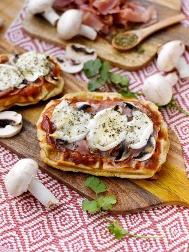 Pizza gaufrée au fromage : Recette de Pizza gaufrée au fromage - Marmiton