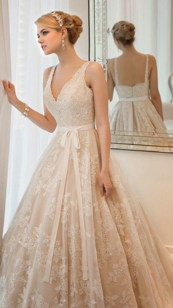 Beżowe suknie ślubne.