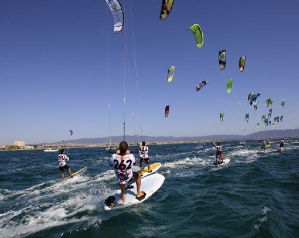 Kiteboarding Sardinia | Kitesurfing Sardinia at Poetto Beach, Cagliari