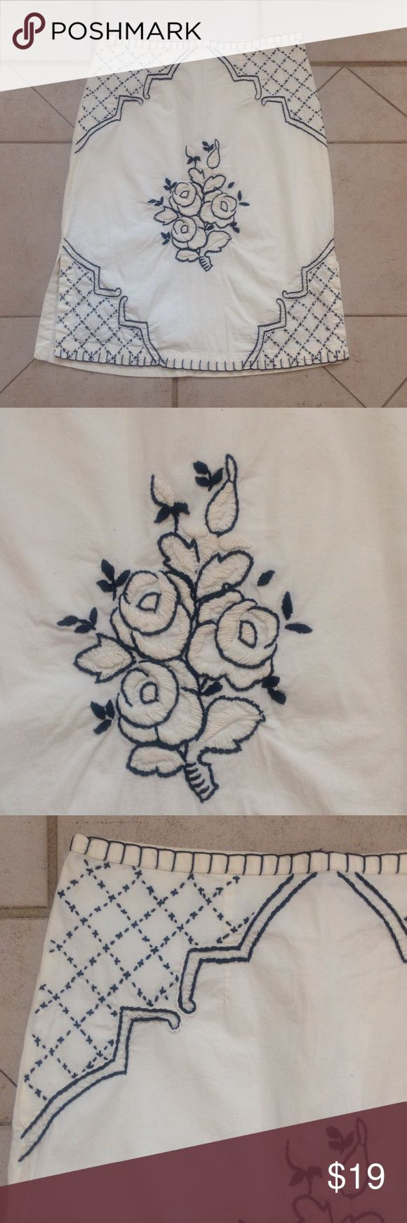 TRUE GRIT Embroidered Skirt   Sz M GREAT BUY! Describes this Ivory/Black Cotton/Lycra TRUE GRIT Skirt that measures 15 inches across the waist; is 18 inches across the hips; and is22 inches in overall length. true grit Skirts Midi
