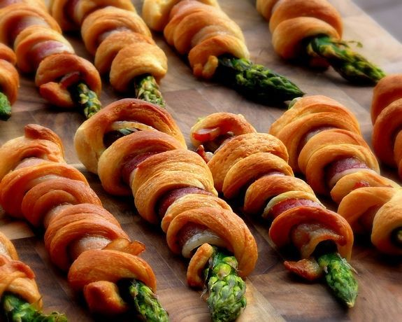 Veggies and Bacon... can't go wrong with that combination!  Bacon Wrapped-Asparagus Breadsticks