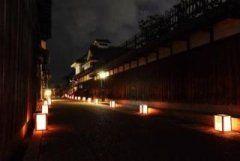 大阪府富田林市の富田林寺内町やその周辺の商店街でじないまち四季物語2017夏寺内町燈路が行われます 大阪府内でも唯一の重要伝統的建造物群保存地区でもある街並みに約1000個の行燈が並べられて江戸時代から昭和初期までの歴史的建造物を幻想的に照らし出しますよ 弦の調べとうまいもん市in谷寺などのイベントも開催されるのでそちらもおすすめです 夕涼みがてら行ってみるのもいいかもしれませんよ  #大阪 #夏祭り #イベント tags[大阪府]