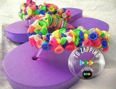 Cómo hacer chanclas decoradas con globos. ¿Tienes las típicas chanclas de dedo, sencillas y aburridas? Entonces dales una nueva vida con una sencilla